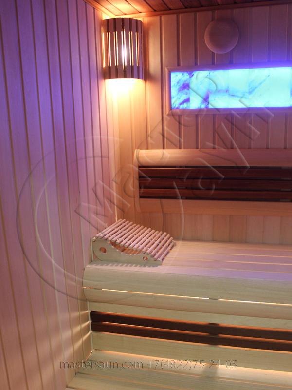 finskaja-sauna-s-gimalajskoj-rozovoj-solju-i-potolkom-iz-kedra