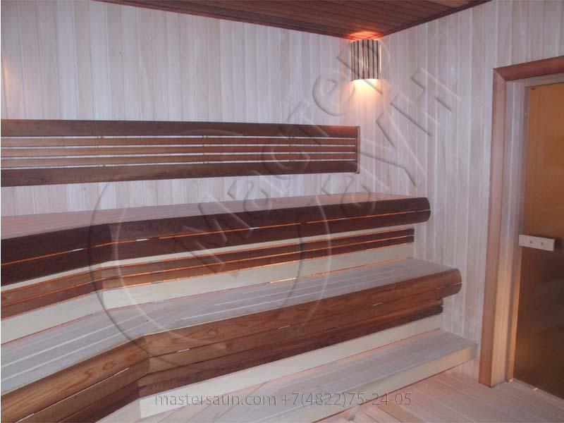 sauna-parilnya-s-trexurovnevnevymi-lavkami-04