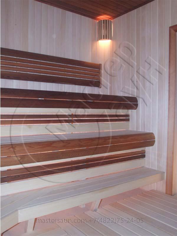 sauna-parilnya-s-trexurovnevnevymi-lavkami-06
