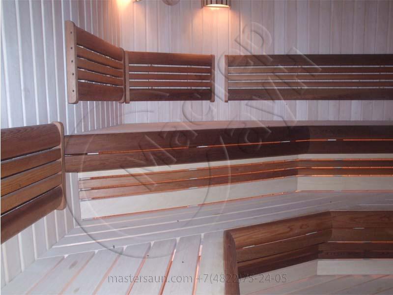 sauna-parilnya-s-trexurovnevnevymi-lavkami-08