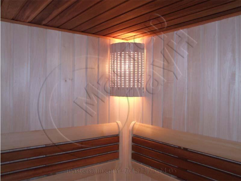 sauna-so-stenkoj-iz-dekorativnogo-kamnya-i-tochechnoj-podsvetkoj-pechki-15