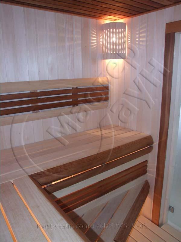 sauna-so-stenkoj-iz-dekorativnogo-kamnya-i-tochechnoj-podsvetkoj-pechki-4