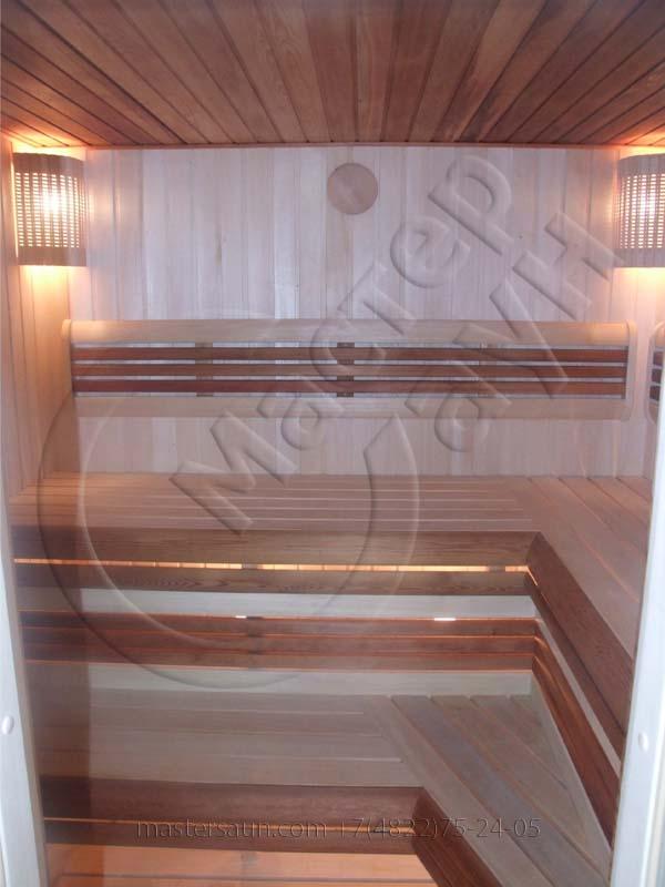 sauna-so-stenkoj-iz-dekorativnogo-kamnya-i-tochechnoj-podsvetkoj-pechki-5